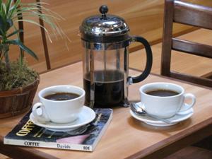 Заваривание кофе в прессе